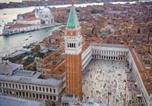 Location vacances  Ville métropolitaine de Venise - At 2mn of St Mark Square. Cosy pied à terre-4