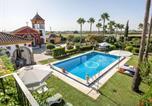Location vacances Alcalá de Guadaíra - Villa with 4 bedrooms in Los Palacios y Villafranca with private pool enclosed garden and Wifi 60 km from the beach-1