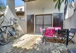 Location vacances Saintes-Maries-de-la-Mer - Apartment Un appartements pour 5 personnes dans résidence avec piscine-2