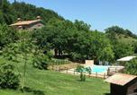 Location vacances  Province de Pesaro et Urbino - Exquisite Farmhouse in Marche with Swimming Pool-1