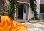 Location vacances Tirana - A Cheerful 2-bedroom villa with free parking space-3