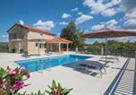 Location vacances Podbablje - Holiday home Grubine 18-1
