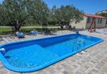 Location vacances Pakoštane - Alluring Holiday Home in Pakoštane with Swimming Pool-1