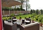 Location vacances Sassetot-le-Mauconduit - Gite et chambre d'hote la roseraie-2
