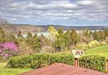 Location vacances Corbin - Monticello Home with Multi-Level Deck on 2 and Acres!-1