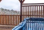 Location vacances Gatlinburg - Majestic Manor, 3 Bedrooms, Mountain View, Theater Room, Hot Tub, Sleeps 10-3