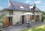 Location vacances Rochefort-en-Terre - Four-Bedroom Holiday home Peillac with a Fireplace 01-1