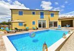 Location vacances Žminj - Tomisici Villa Sleeps 12 Pool Air Con Wifi-1