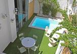 Location vacances el Prat de Llobregat - Holiday Home Purple House-1
