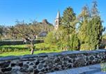 Location vacances Auvergne - Vie de Chateau 2-1