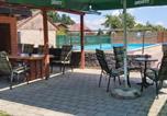 Location vacances Dugo Selo - Kuća za odmor Sparta-1