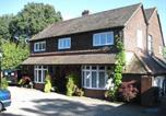 Location vacances Crawley - Trumbles Gatwick B&B-1