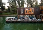 Hôtel Serbie - Arkabarka Floating Hostel-3