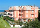 Location vacances  Province de Ferrare - Inviting Apartment in Lido Degli Estensi with Garden-1