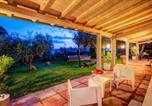 Location vacances  Province de Viterbe - Lake Bolsena Villa Sleeps 2 Pool Air Con Wifi-4