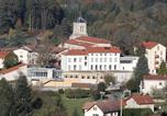 Hôtel Saint-Anthème - Village Vacances Là O-2