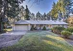 Location vacances Port Orchard - Cozy Home with Hot Tub - 4 Mi to Puget Sound Access!-1