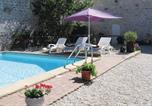 Location vacances Lezay - Holiday home Chaunay with Outdoor Swimming Pool 400-1