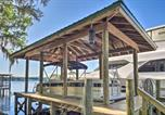 Location vacances De Land - Waterfront Astor Studio Cabin with Private Boat Dock-3