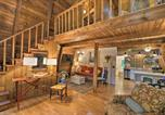 Location vacances Elberton - Artists A-Frame Cabin with New Interior and Deck!-4