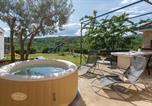 Location vacances Lovreć - Three-Bedroom Holiday Home in Katuni-3