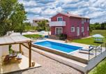Location vacances Tinjan - Villa May-4