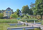 Hôtel Neustrelitz - Pension direkt am See _ Fuerstenbe-1