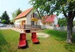 Location vacances Balatonszárszó - Holiday Home Balaton H2047-1