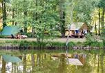 Camping avec Piscine couverte / chauffée Sainte-Catherine-de-Fierbois - Huttopia Rillé-1