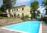 Location vacances Montefalcone Appennino - Santa Vittoria in Matenano Villa Sleeps 9 Pool Wifi-1