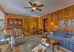 Location vacances Flat Rock - Hendersonville Cabin with Deck - Near Asheville!-4