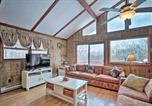 Location vacances Lake Harmony - Lake Harmony Home w/ Ideal Location & Hot Tub!-4