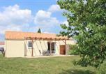 Location vacances Treize-Vents - Chambre 4 personnes 5 km du Puy du Fou-1