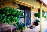 Hôtel Emerald - Clermont Country Motor Inn-1