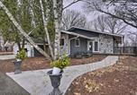 Location vacances Faribault - Chic Chaska Retreat with Deck Overlooking Dtwn!-3