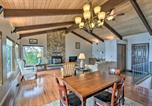 Location vacances Shelton - Beachfront Family Home with Views Hike and Fish!-4
