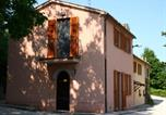 Location vacances Castelbellino - Warm & Cozy Farmhouse amidst hills located near Adriatic Sea-2