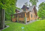Location vacances Clarks Summit - Lake Wallenpaupack Cabin with Shared Pool!-1