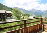 Location vacances  Hautes-Alpes - Appartement Hameau Des Ecrins HDE 910-1