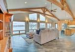 Location vacances Fergus Falls - Magnificent House with Game Room on Lake Latoka-4