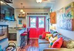 Location vacances Livingston - Walkable Studio Apartment in Downtown Livingston!-1