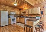 Location vacances Sevierville - Charming Cabin w/Hot Tub - 3 Mi to Dollywood!-1