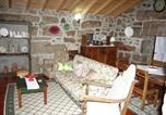 Location vacances Penalva do Castelo - House with 4 bedrooms in Nogueira with furnished terrace and Wifi-3