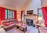 Location vacances Lake Harmony - Poconos Townhome - Walk to Big Boulder Lake!-3