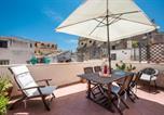Location vacances  Ville métropolitaine de Palerme - Terrazza e stile sui tetti della Kalsa-2