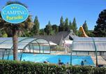 Camping avec Quartiers VIP / Premium Plounévez-Lochrist - Camping Paradis Les Capucines-1