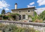 Location vacances  Vienne - Vintage Holiday Home in Sossais with Garden-2