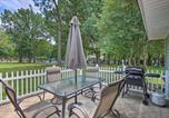 Location vacances Miami - Grand Lake Area Cottage with Patio - Steps from Lake-2