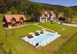 Location vacances Perušić - Guest House Good Night-1