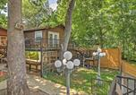 Location vacances Gonzales - Cozy Studio Cottage with Deck and Direct River Access!-1